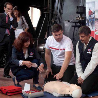Metro de Madrid y Cruz Roja informarán a los viajeros sobre primeros auxilios