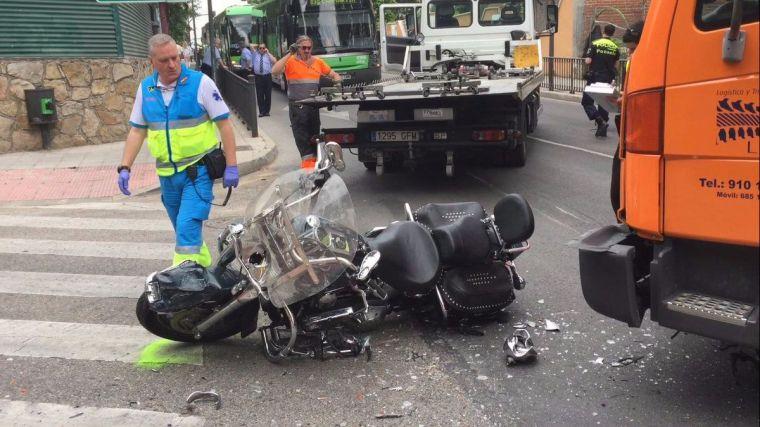Un motorista de 67 años muere en Pozuelo tras colisionar con un camión
