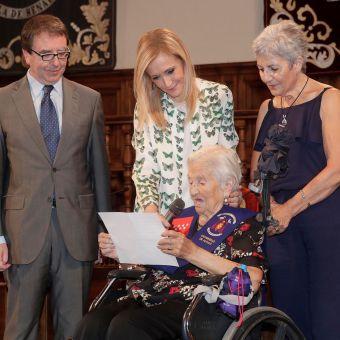 Cifuentes rinde homenaje a los madrileños centenarios