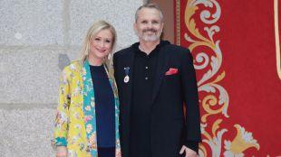 Cifuentes entrega a Miguel Bosé la Medalla Internacional de las Artes de la Comunidad