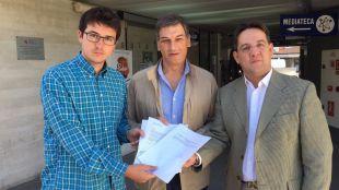"""La oposición denuncia las """"vacaciones"""" del PP"""