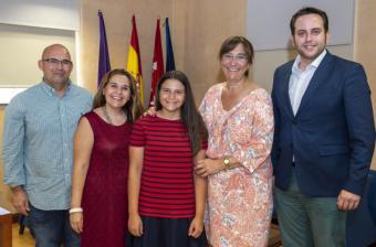 La alcaldesa felicita a la arquera pozuelera Carlota García Navas por batir el record de España en la categoría de Arco Recurvo