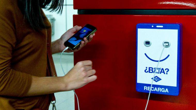Metro de Madrid instalará más de 2.200 cargadores de dispositivos móviles