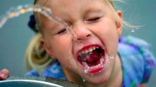 Sanidad advierte sobre los riesgos de la deshidratación en niños