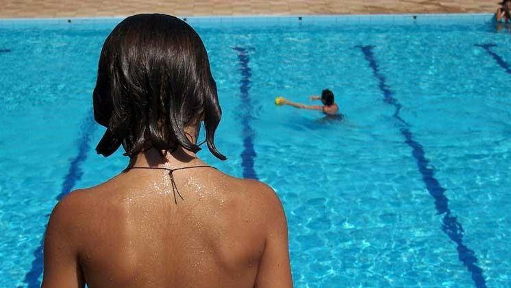 Las otitis generadas en piscinas, origen de urgencias pediátricas en verano