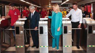 Cifuentes anima a utilizar el Metro