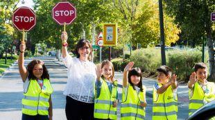 Un centenar de escolares de Pozuelo conciencian a los conductores de la ciudad en la Semana de la Movilidad