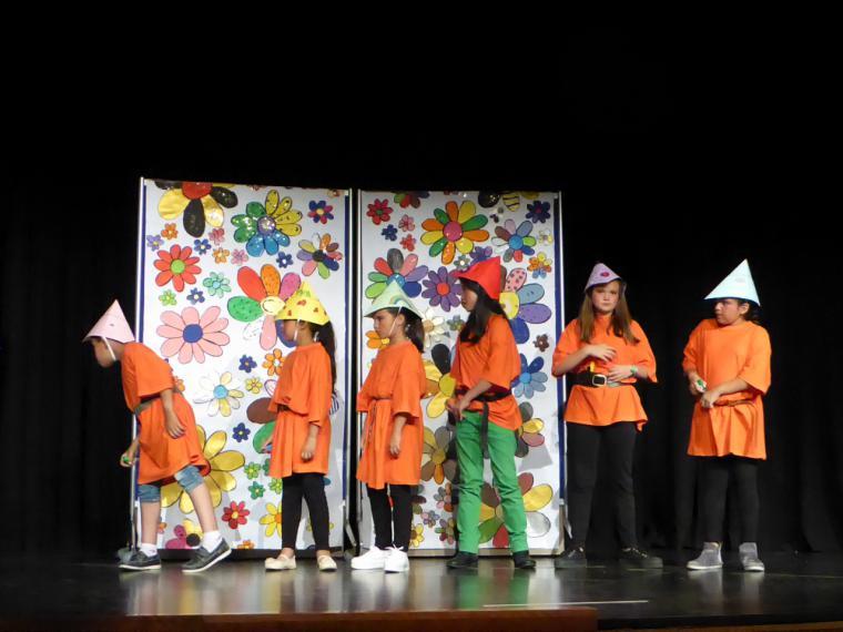 Los alumnos de los talleres de teatro de los colegios representan las obras aprendidas durante el curso