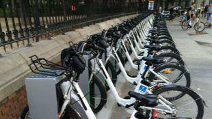 El PSOE propone impulsar un servicio de alquiler de bicis eléctricas