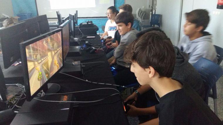 """El Cubo Espacio Joven acogió con éxito la primera edición de la """"Zone Videojuegos Pozuelo 2017"""""""