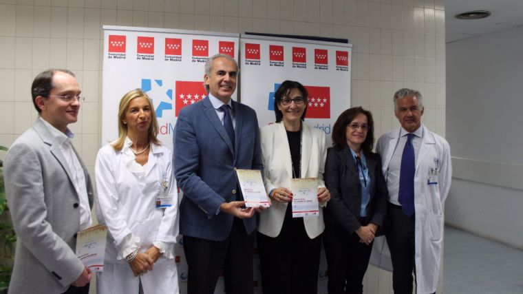 La alcaldesa acompaña al consejero de Sanidad en la presentación en Pozuelo de la campaña de vacunación frente a la gripe estacional