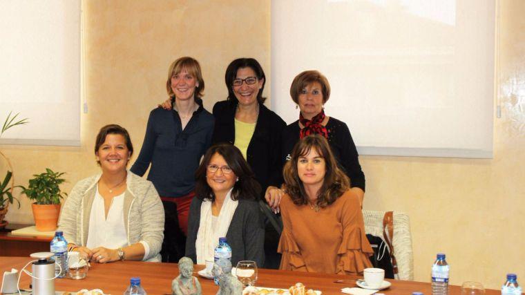 La alcaldesa mantiene un encuentro con representes de la AECC de Pozuelo