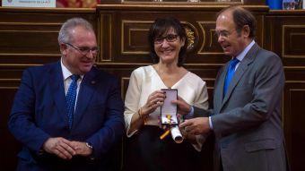 Susana Pérez Quislant, galardonada con la Cruz de la Dignidad que concede la AVT
