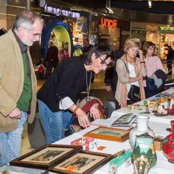 Una veintena de asociaciones participaron este sábado en el 'Mercadillo Solidario' que organiza el Consistorio