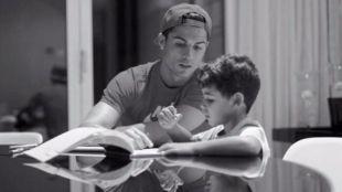 El hijo de Cristiano Ronaldo sigue sus pasos