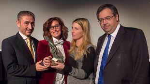 El colegio Infanta Elena concede su Premio de Educación a la profesora Carmen Dueñas