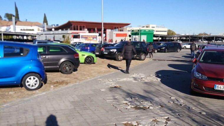Mal estado en los accesos a la estación de cercanías de El Barrial