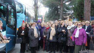 Más de un centenar de mayores de Pozuelo celebran su encuentro de Navidad con una escapada a Segovia