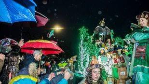 Miles de personas reciben a los Reyes Magos en la Gran Cabalgata de Pozuelo de Alarcón