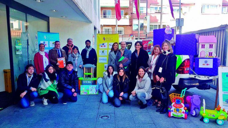 La solidaridad de los vecinos de Pozuelo consigue reunir más de 700 cajas de juguetes para niños sin recursos