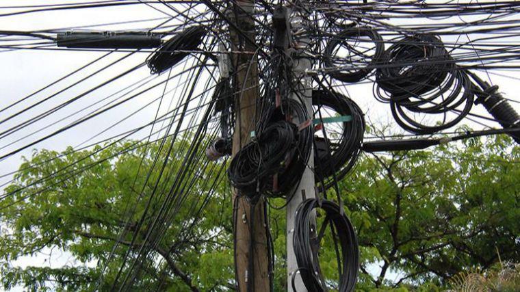 La asociación Vecinos por Pozuelo exige al Ayuntamiento el despliegue de fibra óptica prometido