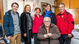 El Ayuntamiento adquiere dos mil pulseras con código de identificación para mejorar la seguridad de los mayores