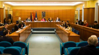 La oposición pide pluralidad en la comunicación institucional y el PP vota en contra