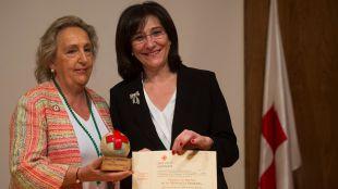 Cruz Roja Española de Pozuelo de Alarcón condecora a la alcaldesa con la Medalla de Bronce de Banderita