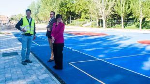 Avanzan las obras de la nueva zona deportiva y de ocio en la explanada del antiguo mercadillo del Camino de las Huertas
