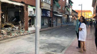La alcaldesa supervisa los trabajos de demolición del edificio afectado por la explosión en el Barrio de la Estación