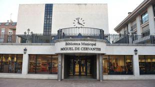 El Ayuntamiento instala buzones en el exterior de las bibliotecas municipales para facilitar la devolución de los documentos