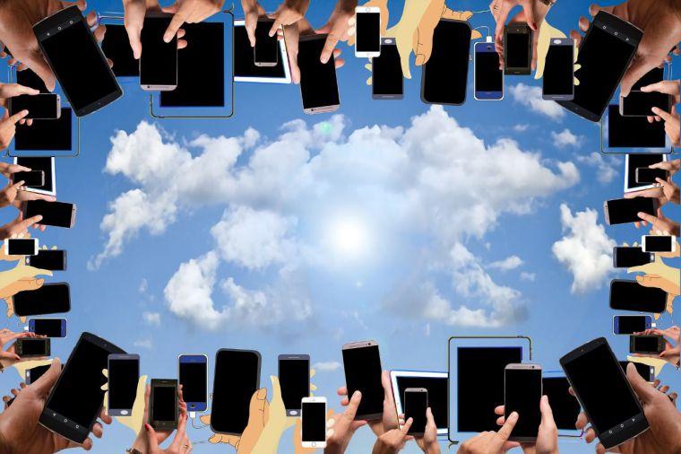 «Apaga el móvil, desconecta tus redes sociales y conecta con tus hijos»