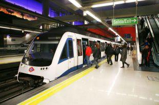 La Comunidad refuerza el transporte público y modifica su horario por las fiestas de Nochebuena y Navidad