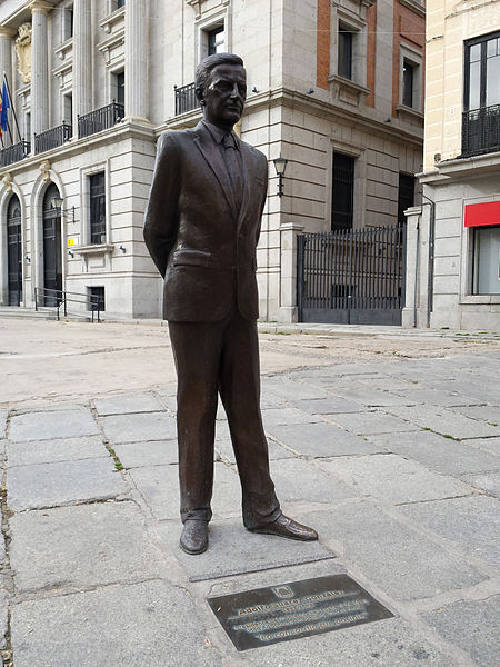 Estatua de Adolfo Suárez en Ávila