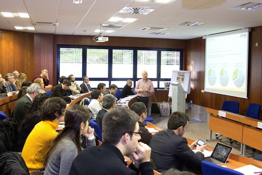 Alumnos de postgrado en el Aula Magna de ESIC