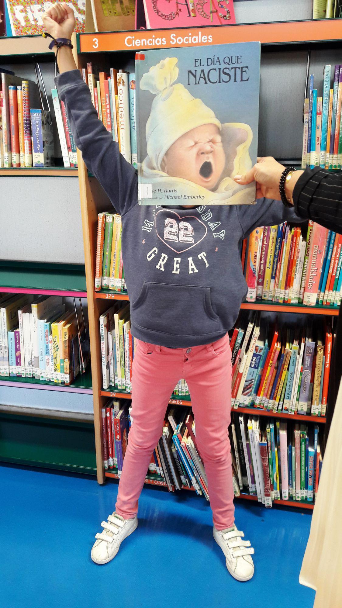 Bibliotecarios usuarios y alumnos de pozuelo participan en un bookface fundiendo sus im genes - Libreria pozuelo ...