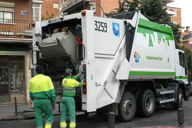 Huelga de recogida de residuos en Aravaca
