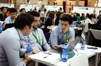 Universitarios madrileños compiten para demostrar su talento empresarial en un programa educativo nacional