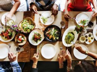 Qué pedir en la comida de empresa si estás a dieta