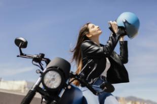 Cómo circular protegidos en moto en verano sin pasar calor