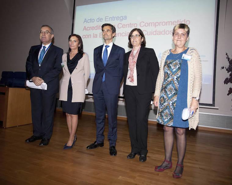Maldonado entrega la acreditación 'Centro Comprometido con la Excelencia en Cuidados' al Clínico San Carlos