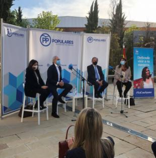 La alcaldesa, Susana Pérez Quislant, destaca los logros educativos de Pozuelo de Alarcón en un acto sectorial