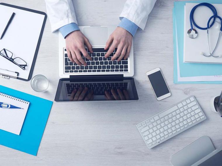 Cuatro de cada diez españoles afirma que consulta síntomas por Internet