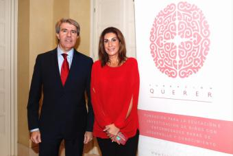 El presidente regional inaugura el primer simposium extraordinario de la Fundación Querer