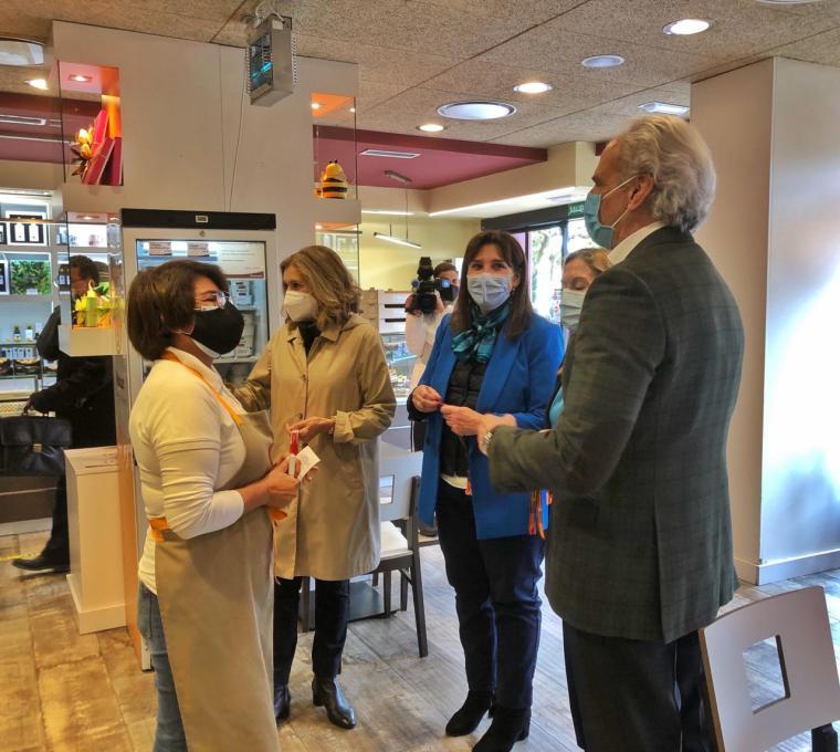 Pérez Quislant visita comercios y restaurantes junto a Ruiz Escudero y Ana Pastor