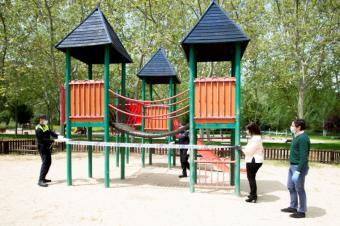 El Ayuntamiento de Pozuelo de Alarcón supervisa el cierre de los parques públicos y áreas infantiles de la ciudad