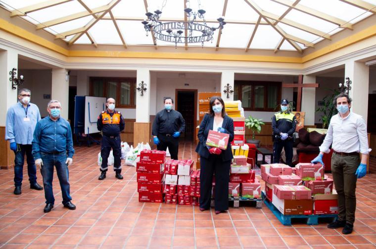 El Ayuntamiento lleva un gran lote de alimentos y productos a la Iglesia Asunción de Nuestra Señora para entregar a las personas con especial necesidad
