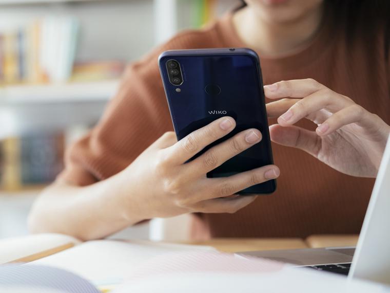 9 de cada 10 jóvenes en edad universitaria utiliza el móvil en clase