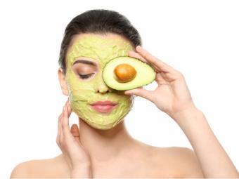 4 Consejos para lucir este verano una piel y un cabello radiante con el aguacate