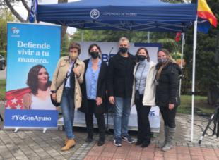 Toni Cantó hace campaña en Pozuelo de Alarcón con la alcaldesa